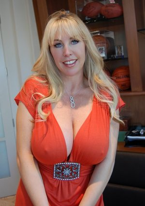 Housewife Tits Porn Pictures